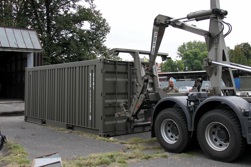 Vykládání a uložení letounu v Česku, ve Kbelích