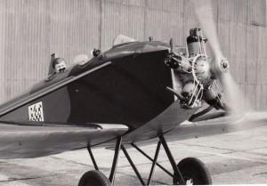 Jan Sýkora motoruje nově zrenovovanou Avii Bk-11. Foto sbírka VHÚ.
