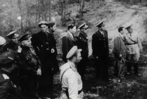 U jednotky pobýval i Rudolf Slánský (čtvrtý zleva) nebo vyslanec v Sovětském svazu Zdeněk Fierlinger (šestý zleva). Foto sbírka VHÚ.