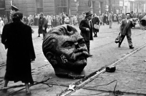 Ničení symbolů komunistické moci