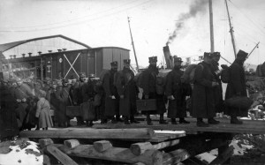 Jako první z bojových útvarů se 9. prosince 1919 na japonskou loď Yonan Maru nalodil 1. čs. střelecký pluk.  Foto: Vojenský ústřední archiv Praha