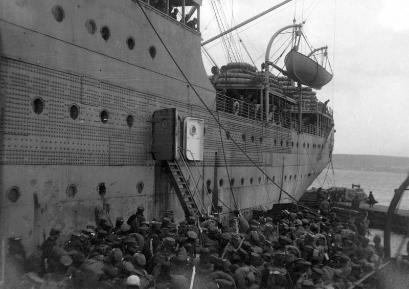 Americká loď President Grant odvážela do Evropy štáb čs. vojska, 6. pluk, 2. pluk lehkého dělostřelectva a další menší jednotky. Vladivostok, 27. dubna 1920. Foto: Vojenský ústřední archiv Praha