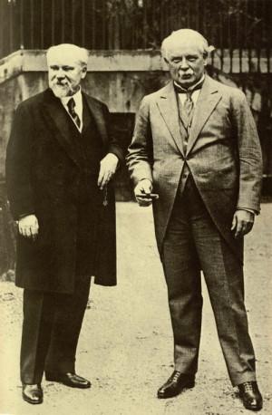 Raymond Poincaré (vlevo), jenž jako předseda vlády podepsal za Francii spojeneckou smlouvu s Československem z 25. ledna 1924. Vpravo Lloyd George. Foto sbírka VHÚ Praha