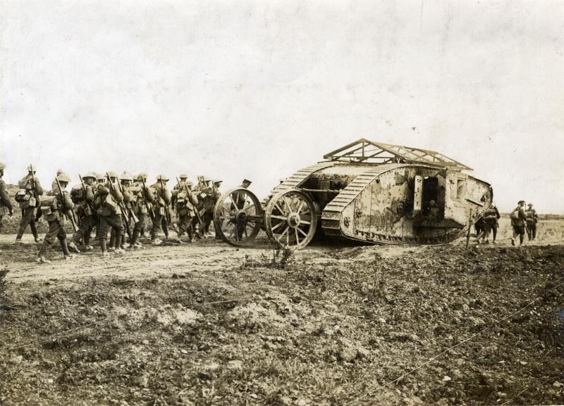 Západní fronta a britský tank typu Mark I. Foto sbírka VHÚ.