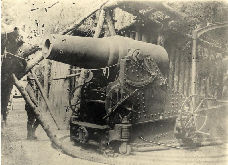 Ukořistěný italský 28cm moždíř z italské fronty při ofenzivě v roce 1916. Foto sbírka VHÚ.