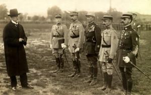 Čs. prezident T. G. Masaryk udělil v roce 1919 příslušníkům Francouzské vojenské mise čs. Válečné kříže 1914‒1918. Druhý zprava pozdější generál generál Louis Eugène Faucher. FOTO: sbírka VHÚ