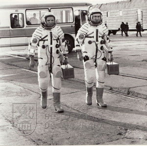Oba kosmonauti