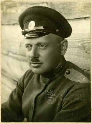 Jan Syrový - ještě s oběma očima. O jedno posléze přišel, známé jsou jeho snímky s páskou přes oko. Foto sbírka VHÚ.