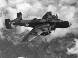 Letoun Handley Page Halifax britské RAF. Tento typ letadla vysadil i čs. výsadkáře v dubnu 1944.