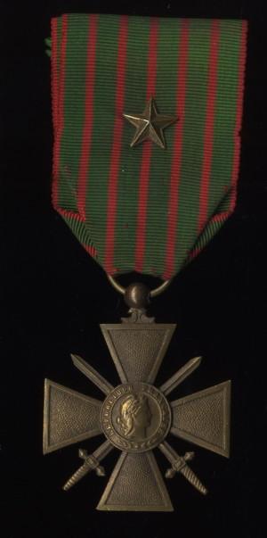 Francouzský válečný kříž 1914-1917 s udělením pochvaly na stuze (VHÚ Praha).