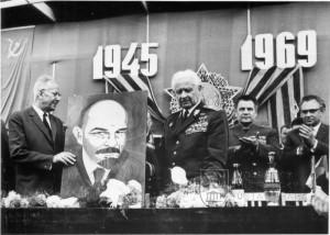 Ludvík Svoboda jako prezident, návštěva v Milovicích v roce 1969. Foto sbírka VHÚ.