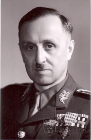 Karel Kutlvašr jako generál a velitel pražského povstání po válce. Foto sbírka VHÚ.