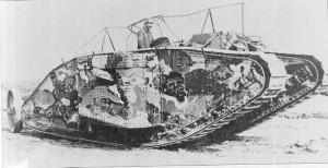 Britský Mk I, první sériově vyráběný tank. Foto sbírka VHÚ.