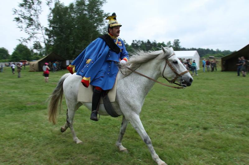 Dobové uniformy jsou v Lešanech k vidění často, koně už méně...