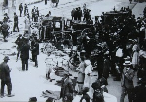 Násilnost po atentátu. Foto sbírka VHÚ.