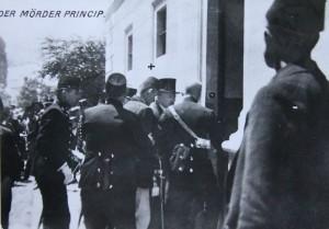 Zatčení Principa. Foto sbírka VHÚ.