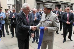 Prezident Miloš Zeman s ředitelem VHÚ Alešem Knížkem