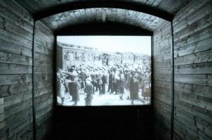 Uprostřed vlaku, promítání dobových záběrů