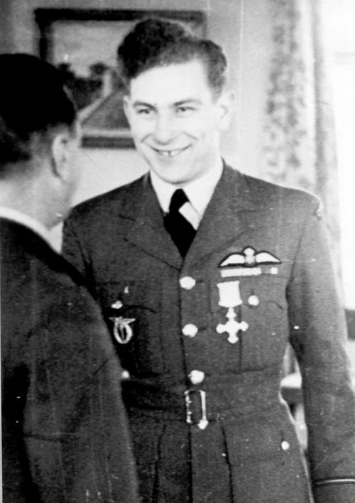 Jeho zasloužený DFC mu 31. ledna 1944 osobně předal velitel 11. skupiny ADGB, letecký vicemaršál Hugh Saunders