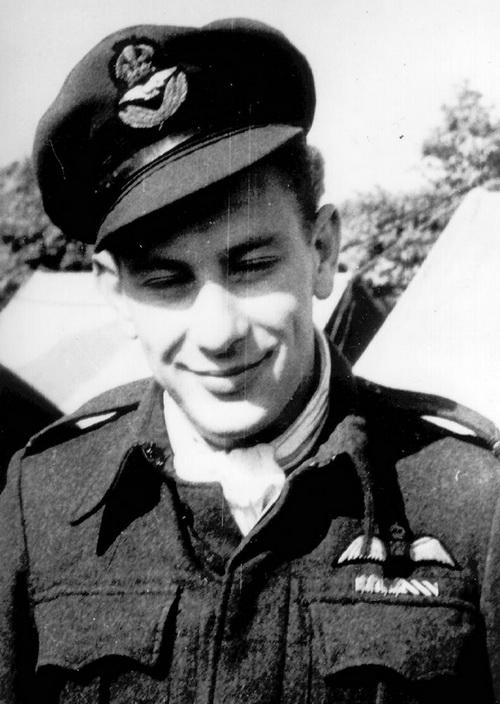 Ppor.let. Otto Smik nejúspěšnější čs. stíhač na Spitfirech. Padl 28. listopadu 1944