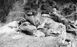 Radiostanice MARIENKA byla během bojů SNP důležitým pojítkem mezi čs. vládou v Londýně a povstaleckým velením. Foto sbírka VHÚ.