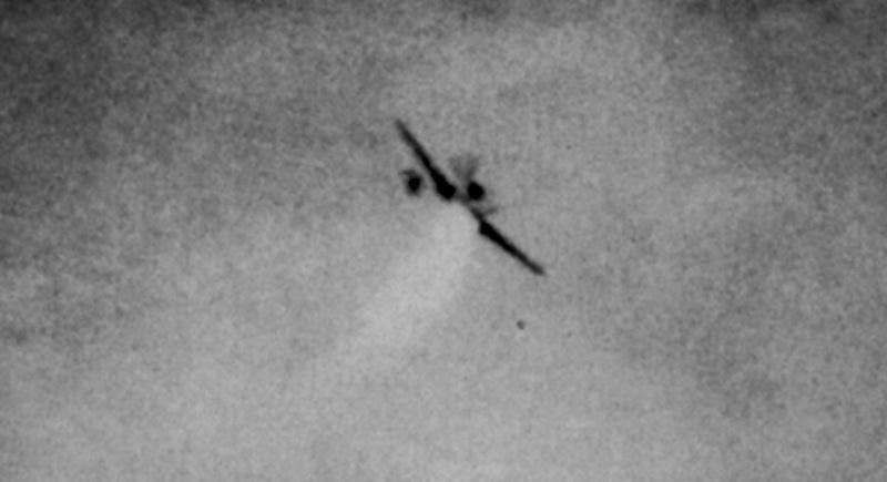 Trojice snímků sestřeleného Messerschmittu Bf-109G