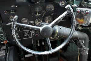 Volant ručního řízení druhého pilota.