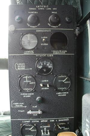 Ovládací panel odmrazování letadla a vyhřívání kabiny.