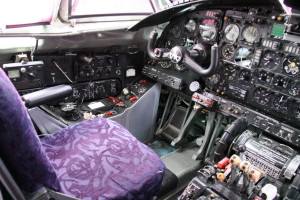 První pilot má k dispozici prakticky stejné vybavení.