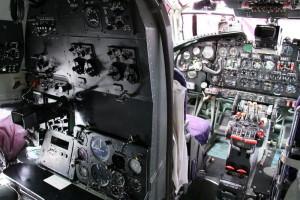 Pracoviště navigátora a zároveň bombometčíka.