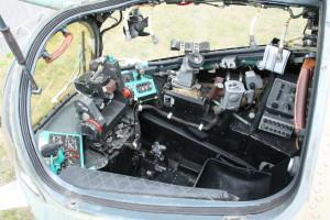 Celkový pohled do kabiny pilota-operátora.