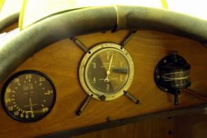Avia BH-11 - Bk-11, kurýrní letoun, ČSR / 1923 V pohledu jsou vidět: rychloměr, barometrický výškoměr, pneumatický sklonoměr, pod štítkem ukazatel paliva a vedle mechanický otáčkoměr.