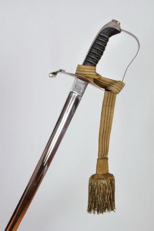 Na rozdíl od ostatních arcivévodových pobočních zbraní není čepel nijak zdobena.