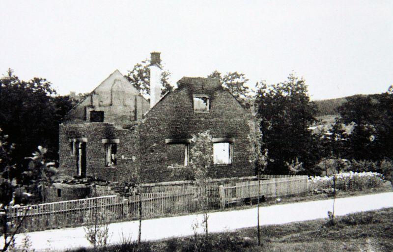 Vypálená osada Ležáky. Foto sbírka VHÚ.