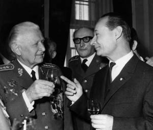 Setkání bývalých příslušníků čs. armádního sboru v SSSR 5. února 1968 na Pražském hradě, zleva prezident republiky armádní generál Ludvík Svoboda a první tajemník ÚV KSČ Alexander Dubček (foto VÚA–VHA)