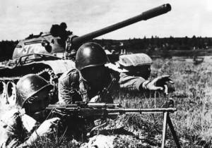 Polská pěchota při podpoře tanků. Foto sbírka VHÚ.