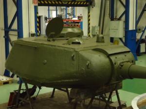 Věž tanku v průběhu restaurování