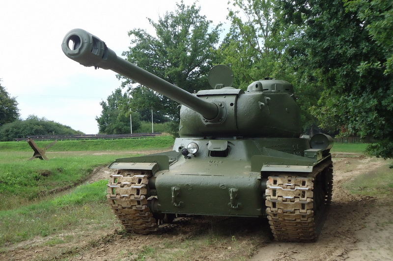 IS-122 v lešanské aréně
