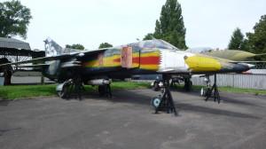 Pohled na celý letoun MiG-23BN, který se nachází v expozici Leteckého muzea Kbely
