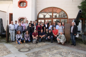 Účastníci konference na společné fotografii