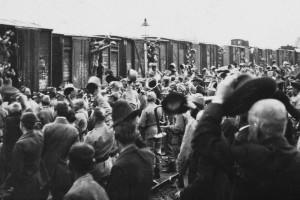 Odjezdy na fronty první světové války. Foto sbírka VHÚ.