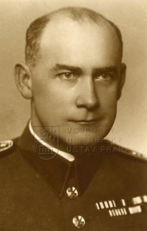 Josef Pták v roce 1938. Foto sbírka VHÚ.