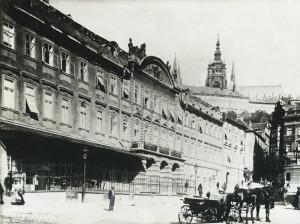 Budova pražského Vojenského velitelství na Malé Straně. Foto sbírka VHÚ.