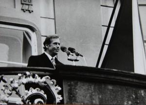 Václav Havel při projevu na třetím hradním nádvoří.  Foto Andrej Halada.