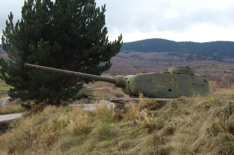 Tanková věž T-34 nyní umístěná jako někdejší památník