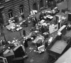 Sázavská ulice na Vinohradech. Po náletu zůstalo 11 000 lidí bez střechy nad hlavou. Foto sbírka VHÚ