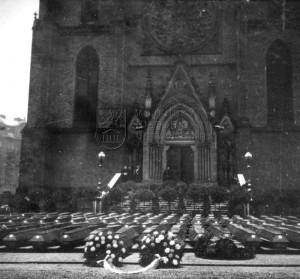 Na dnešním Náměstí míru se 18. února 1945 konalo oficiální rozloučení s českými oběťmi náletu. Foto sbírka VHÚ
