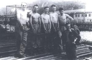 Pracovní parta 6. roty 68. PTP při výstavbě železniční trati u Banské Bystrice. FOTO: archiv autora