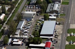 Letecký pohled na areál Leteckého muzea Kbely