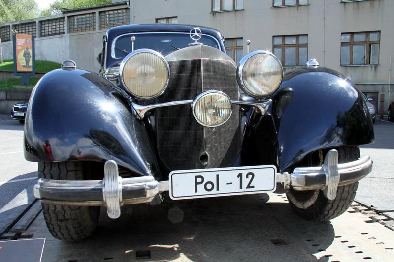 Při zahájení stál mimořádně před Armádním muzeem Žižkov automobil Mercedes, kterým jezdil K. H. Frank. Exponát zapůjčilo Národní technické muzeum.